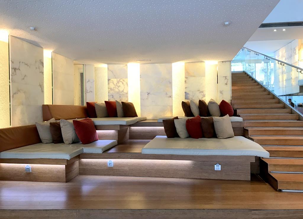 Ayre Hotel Rosellón Lobby