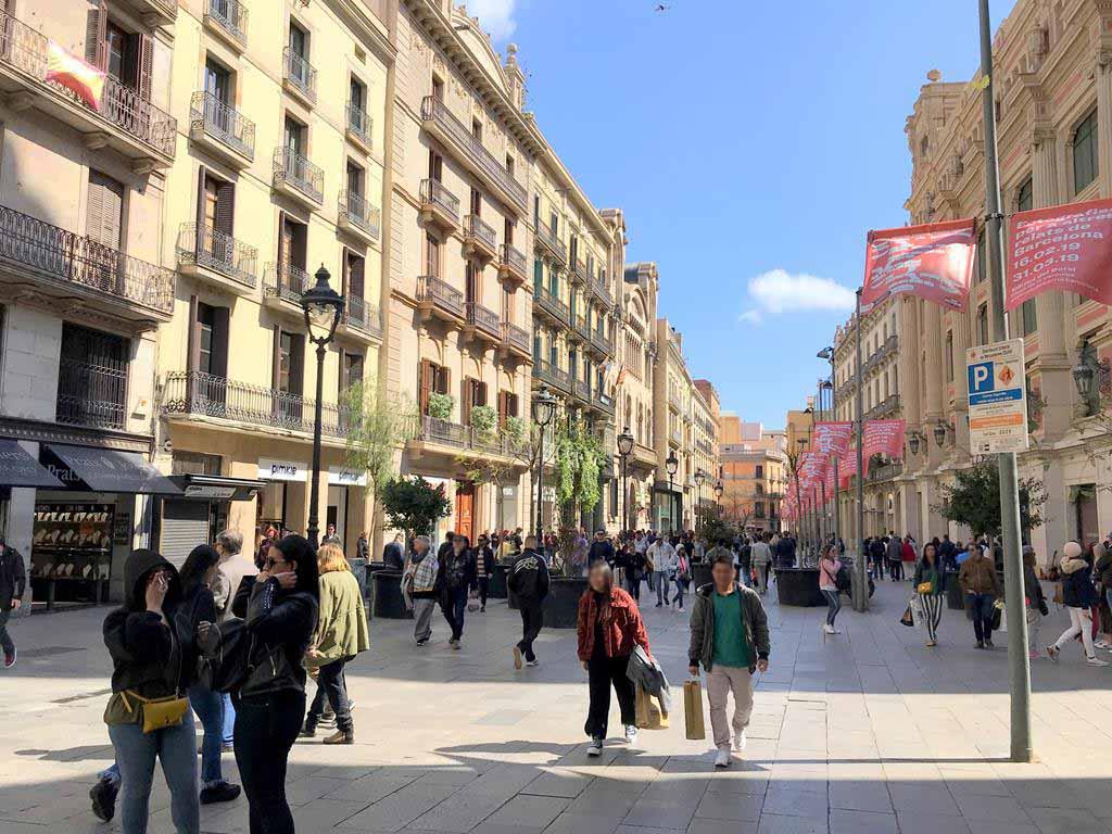 Barcelona-shopping-street