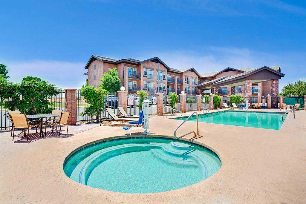 Days-Inn-&-Suites-by-Wyndham-Page-Lake-Powell