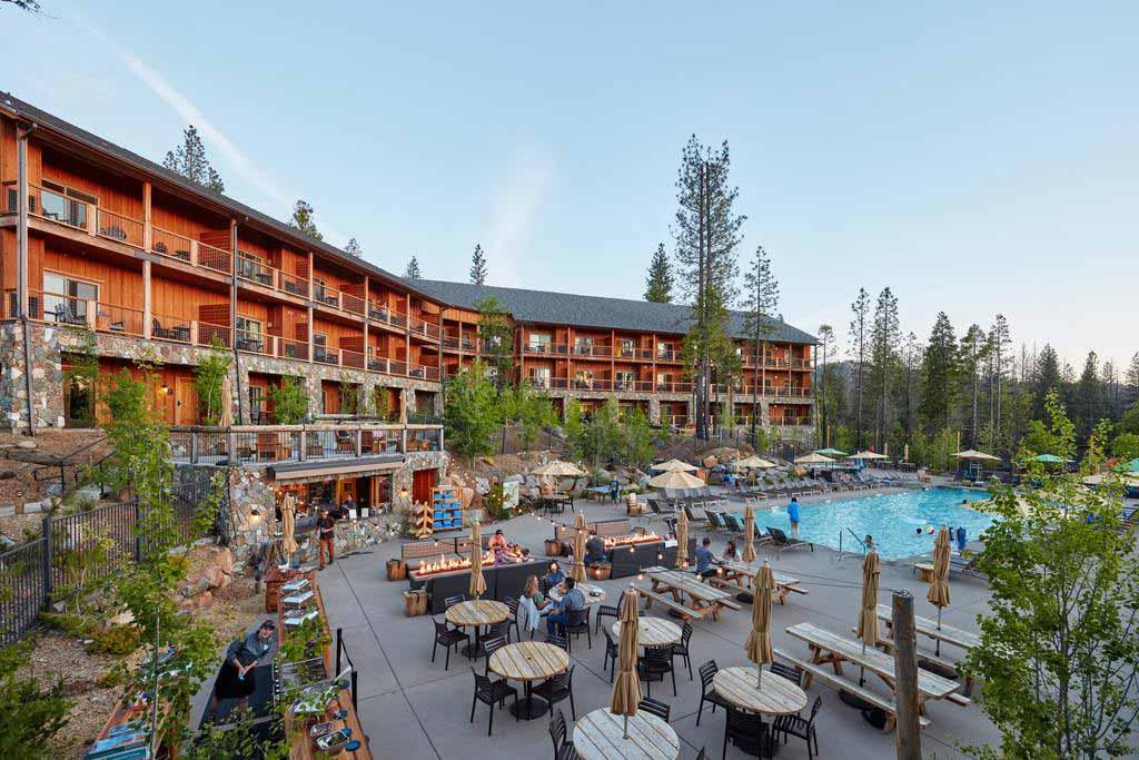 Rush-Creek-Lodge-at-Yosemite