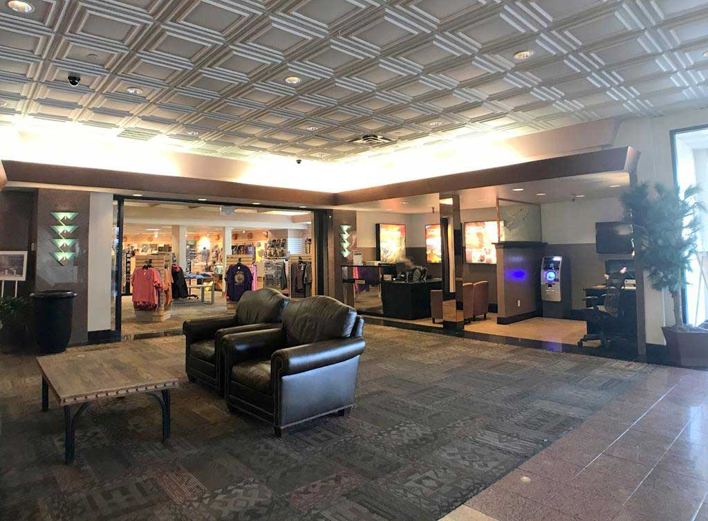 Lobby-of-Best-Western-Premier-Grand-Canyon-Squire-Inn