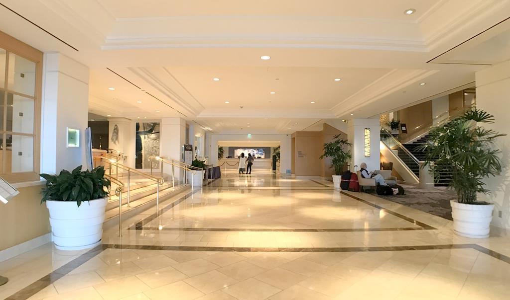 Lobby-of-Hilton-Los-Angeles-Airport