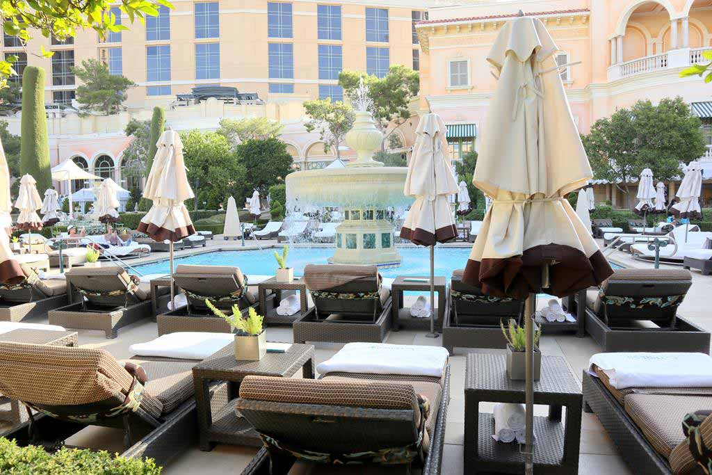 Swimming-pool-of-Bellagio-hotel