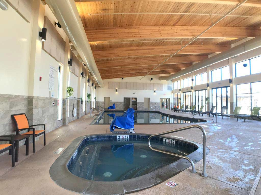 swimming-pool-of-Best-Western-Premier-Grand-Canyon-Squire-Inn-(1)