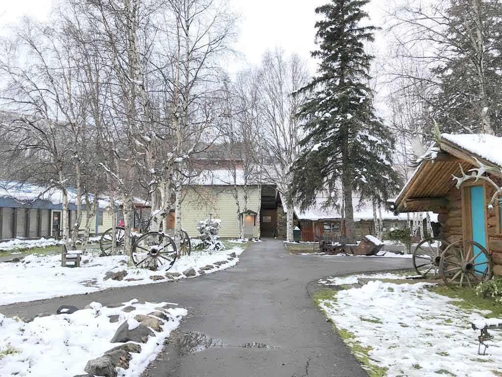 lobby-of-facility-of-Chena-Hot-Springs-ResortChena-Hot-Springs-Resort