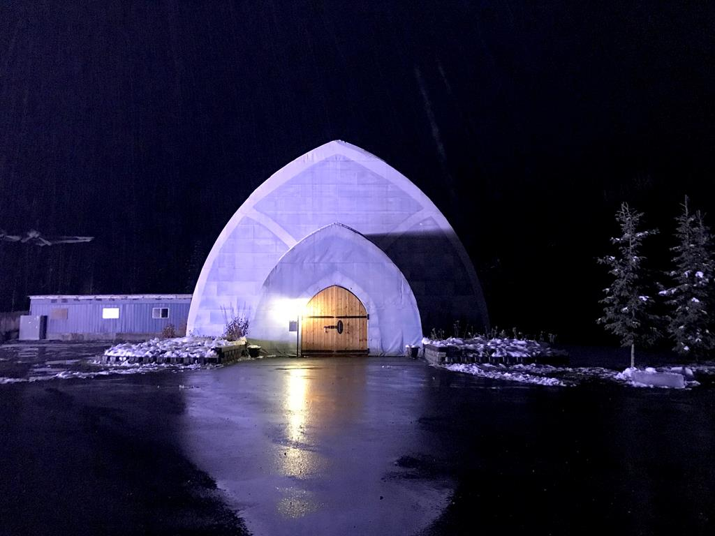 ice museum-of-Chena-Hot-Springs-Resort