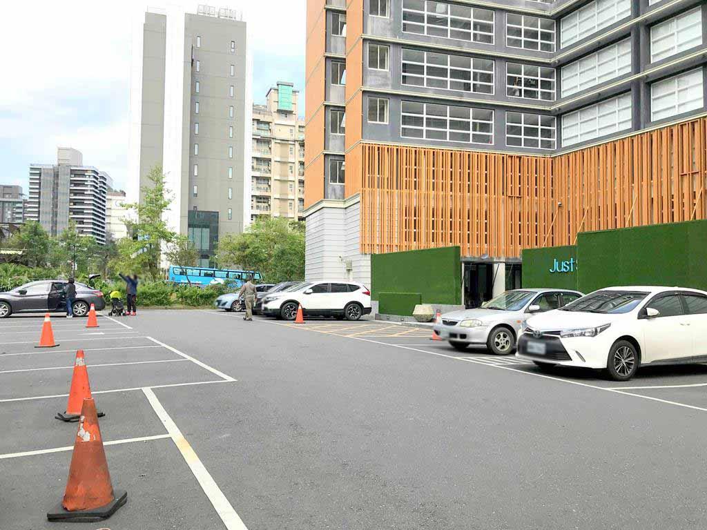 parking-of-just-sleep-jiaoxi