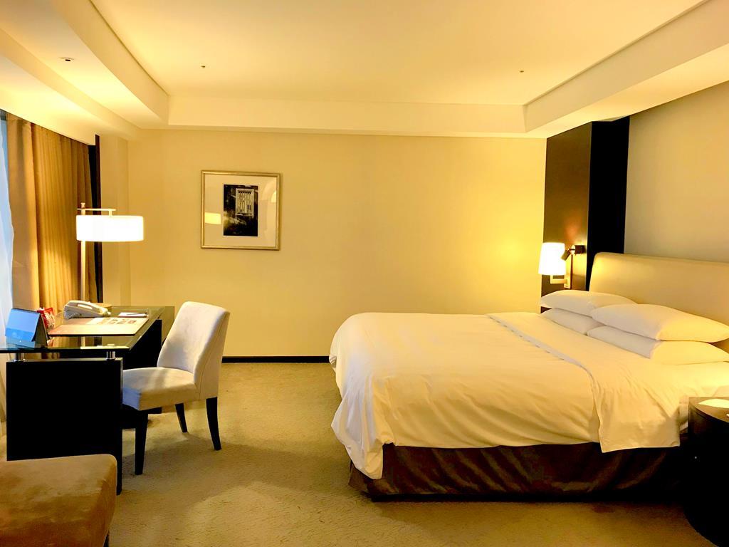 Room of Shangri-La's Far Eastern Plaza Hotel Tainan