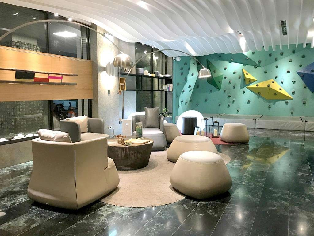 lobby-of-Hotelday-Plus-Hualien-(2)