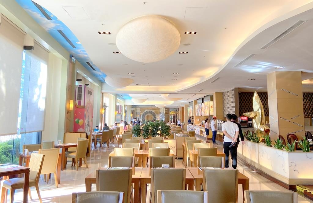 Breakfast of eda royal hotel