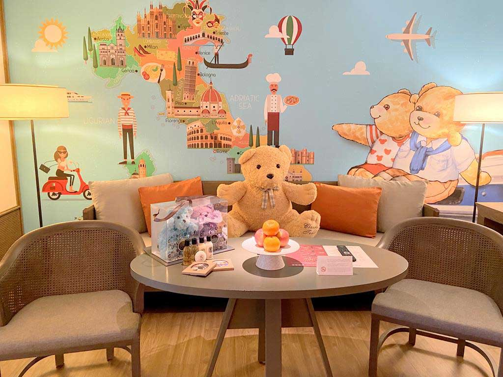 The-teddy-bear-themed-guest-room-of-Silks-Place-Tainan
