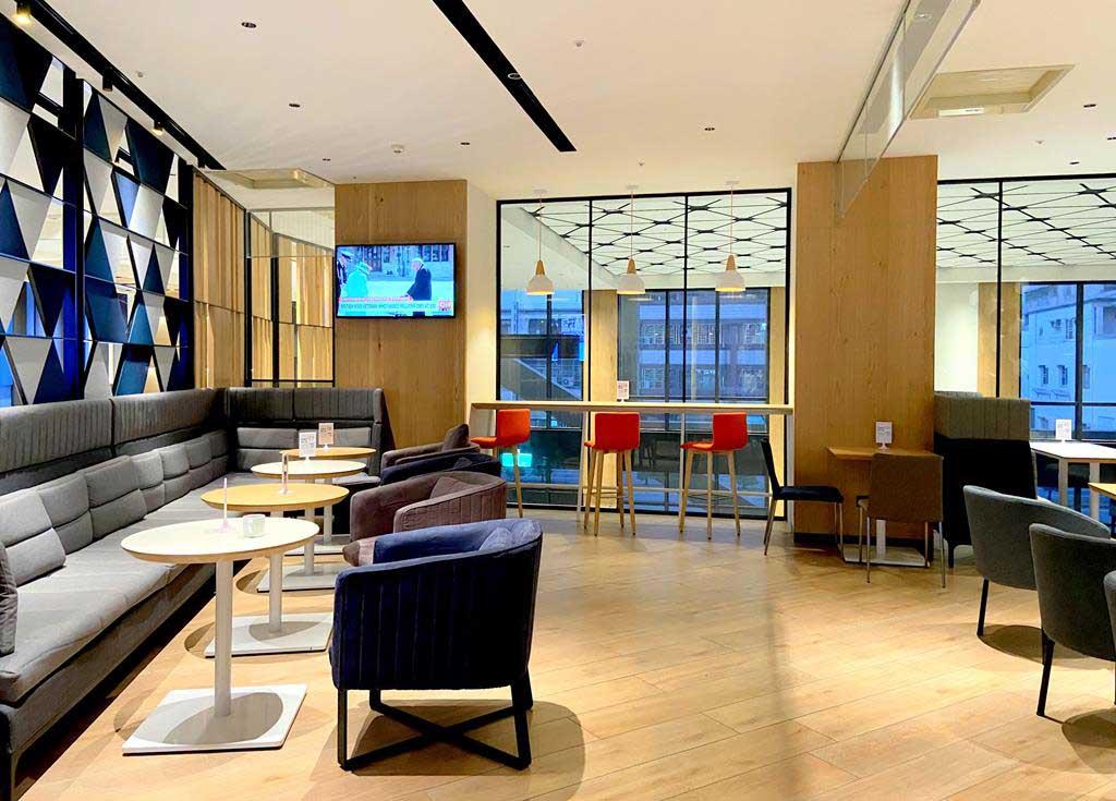 lobby-of-holiday-Inn-Express-Chiayi