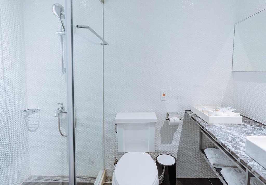 Room-of-Hotel-de-L'eau