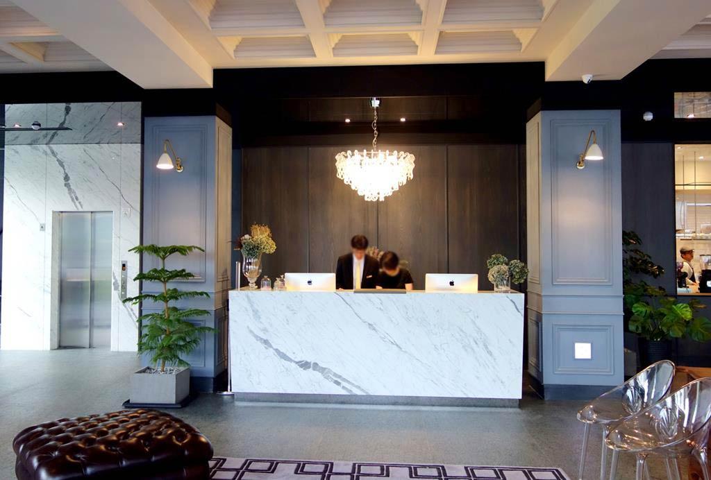 lobby-of-Hotel-de-L'eau
