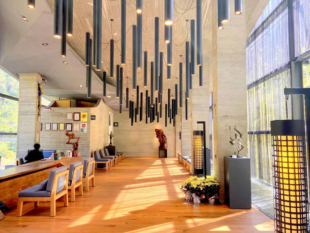 lobby-of-Onsen-Papawaqa
