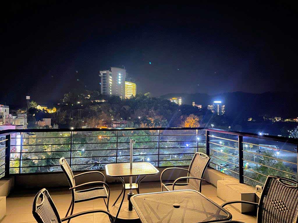 balcony-of-Blue-Sky-Bay-B&B