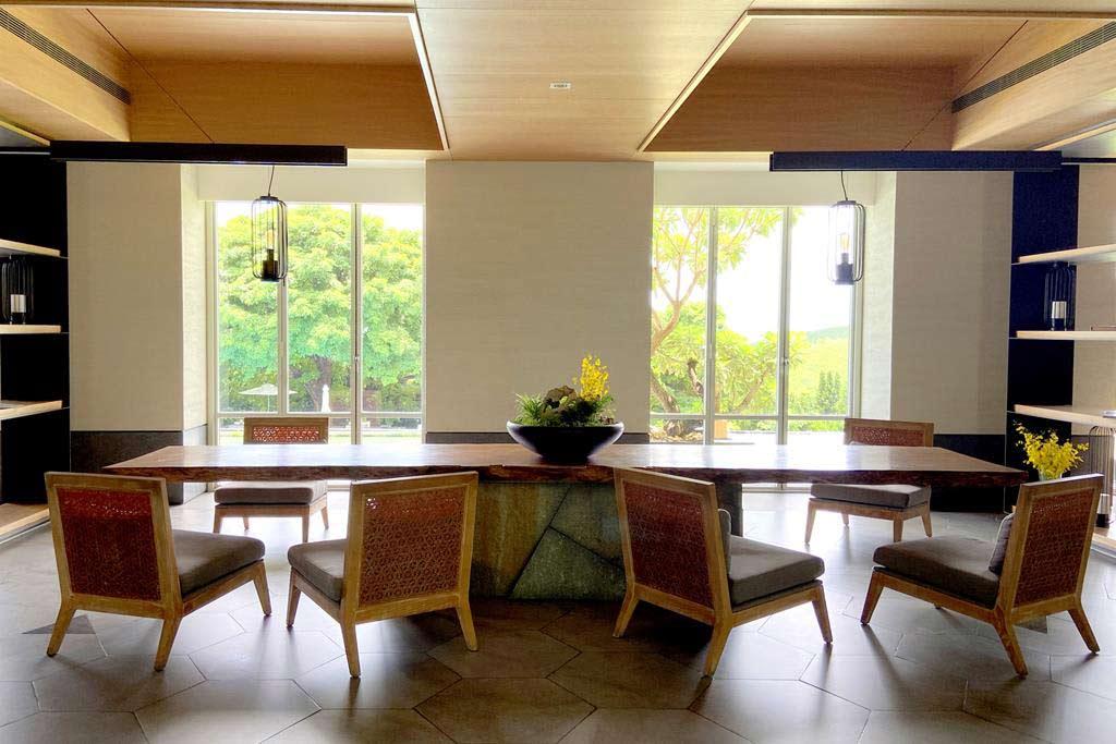 lobby of gloria-manor