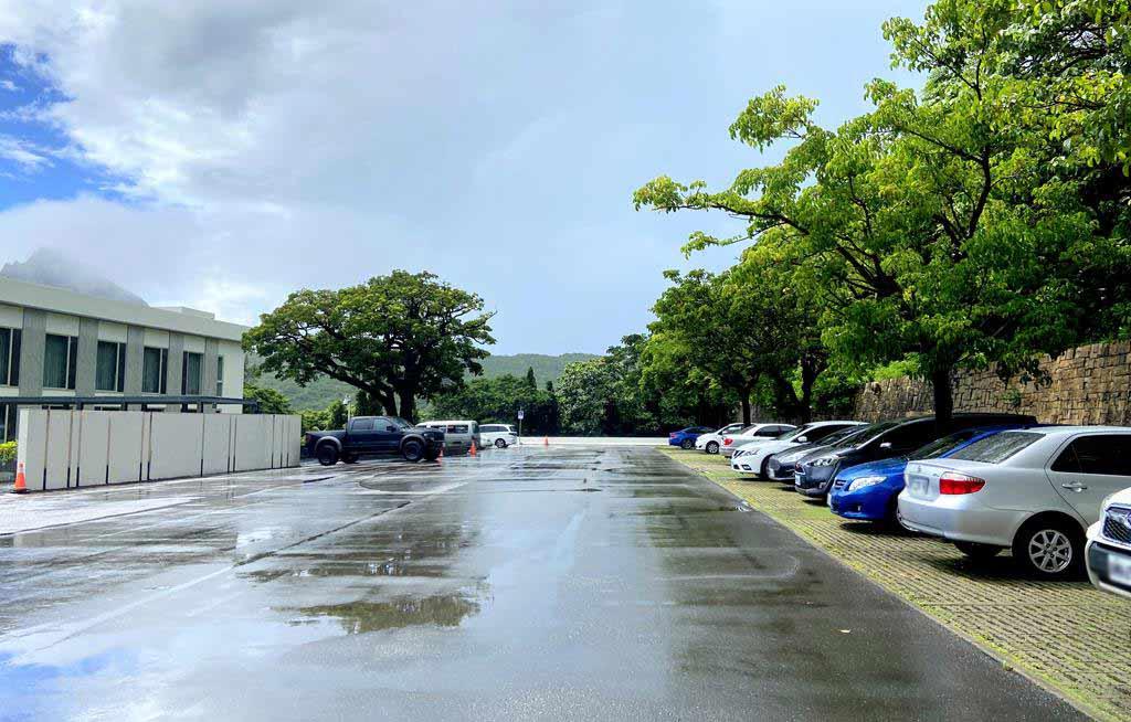 parking of gloria-manor