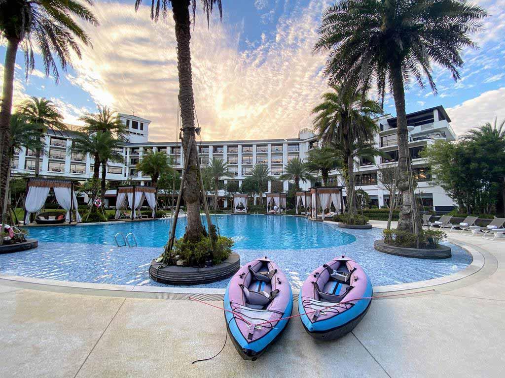 Swimming pool of The Westin Tashee Resort