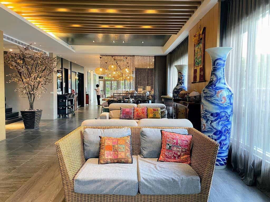 lobby-of-yilan-pokara-resort